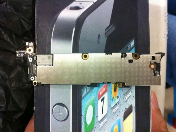 Trasera placa base iPhone 5