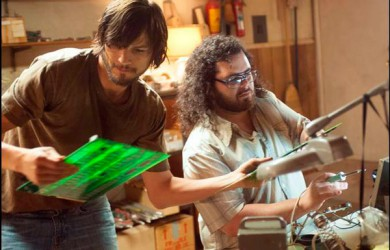 Ashton Kutcher como Steve Jobs y Josh Glad como Wozniak 2