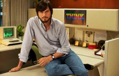 Ashton Kutcher caracterizando a Steve Jobs